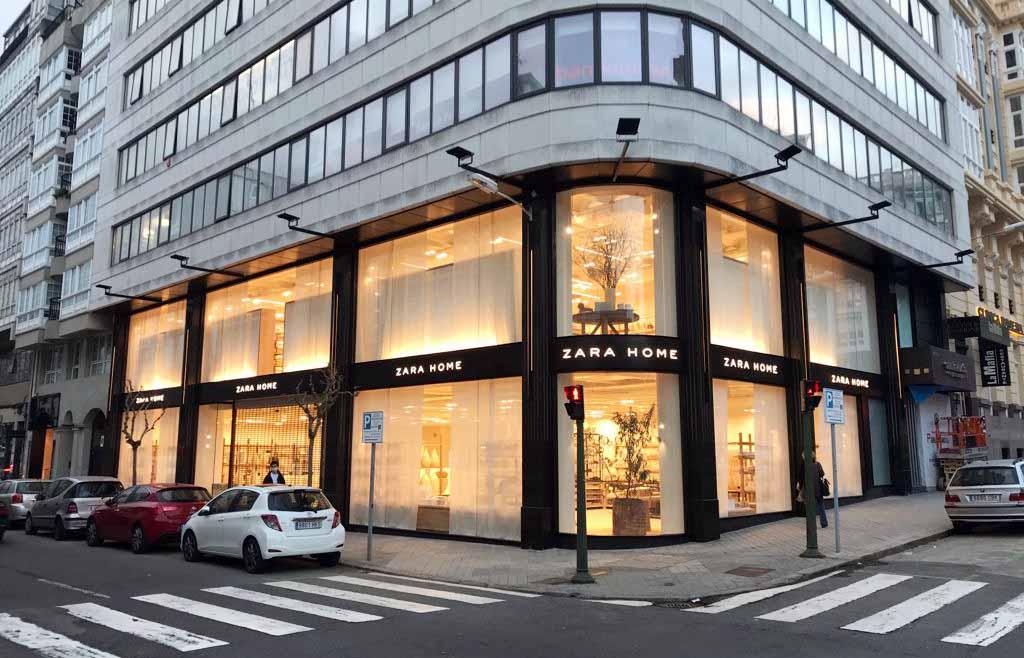 Fachada acceso tienda Zara Home A Coruña flagship store